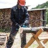 couper du bois pour l'hiver